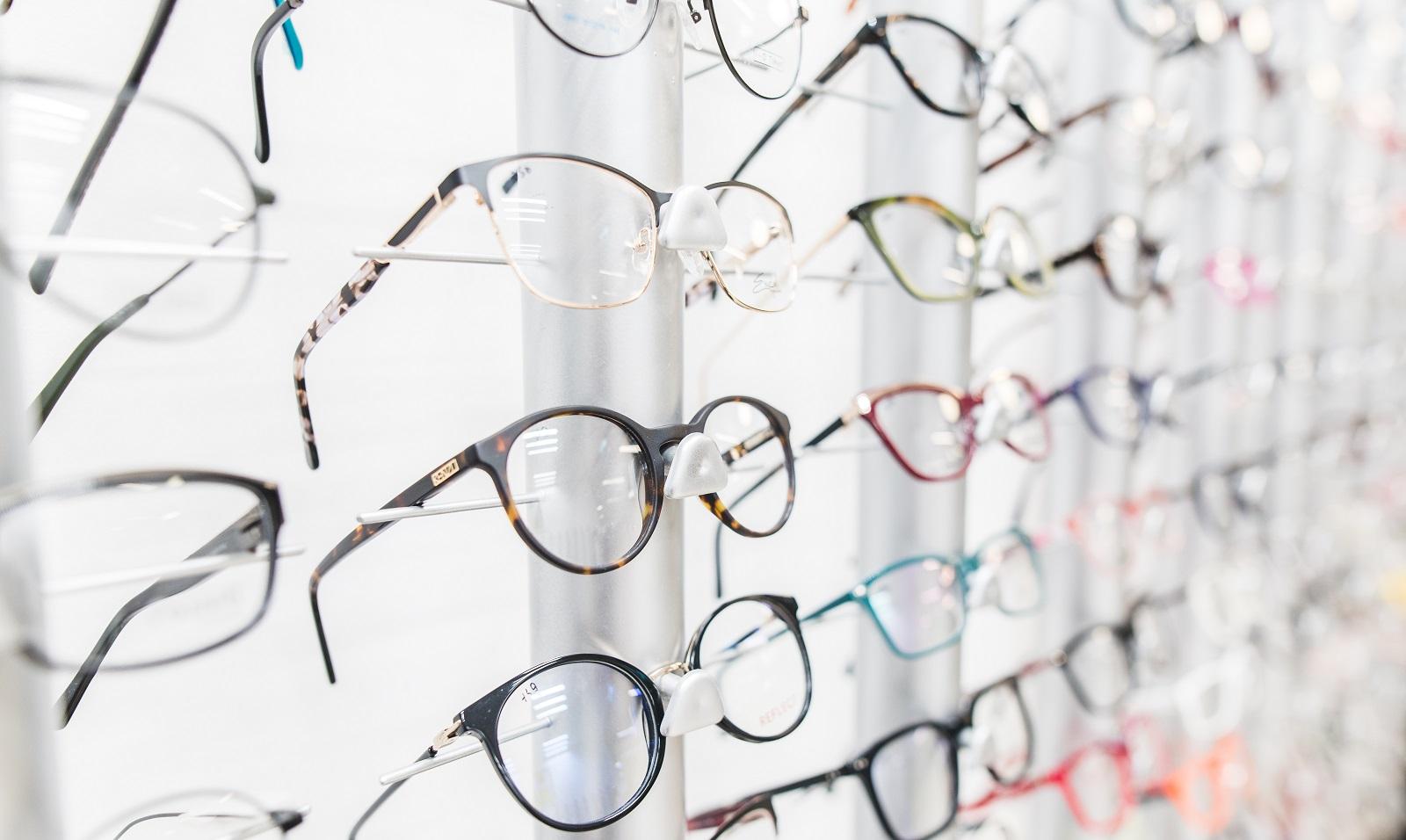 Okulary do czytania – czy warto kupić u optyka?